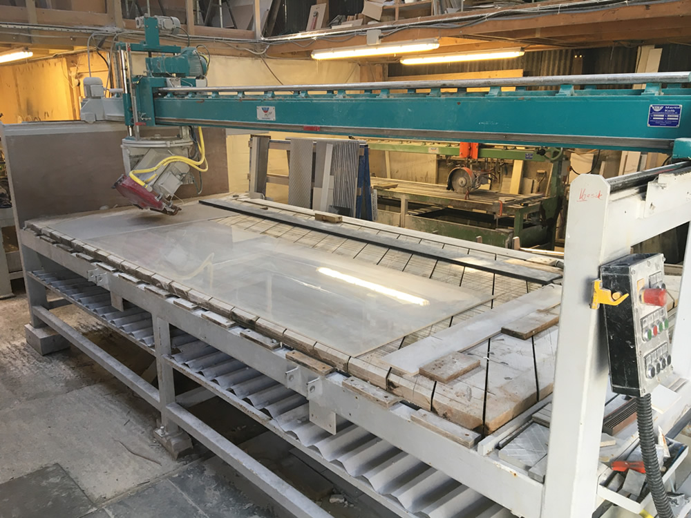 Large format slab cutting