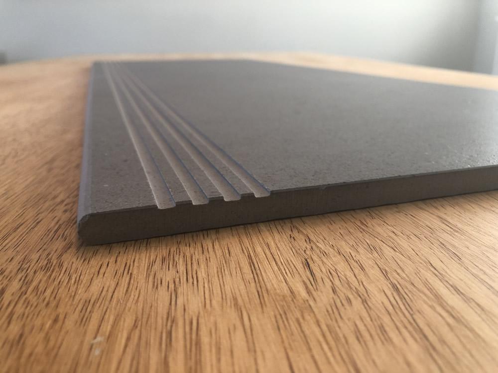 Open/UN-filled anti-slip lines Style B