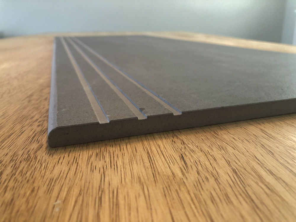 Open/UN-filled anti-slip lines Style C